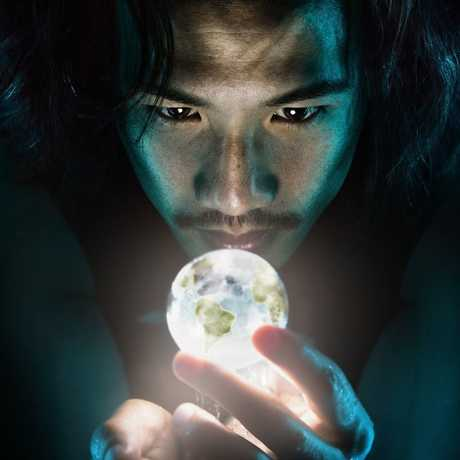 Benjamin Von Wong holding the world