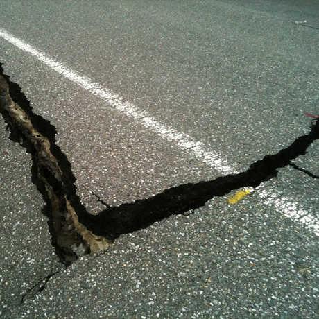 EarthquakeCrack_SmartFat