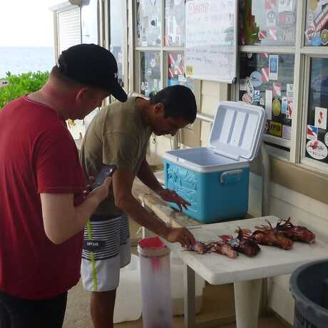 Luiz Rocha explaining the issues with invasive lionfish to guests