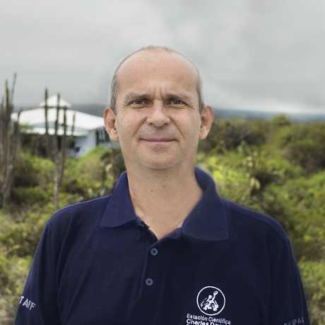Dr. Arturo Izurieta