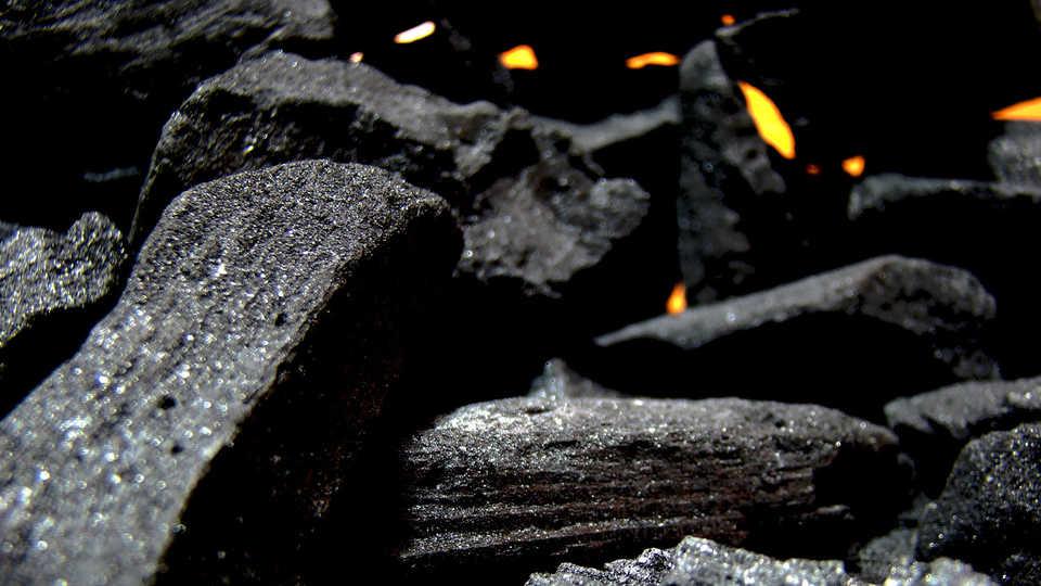 Carbon_burningcoal_ChristianHold